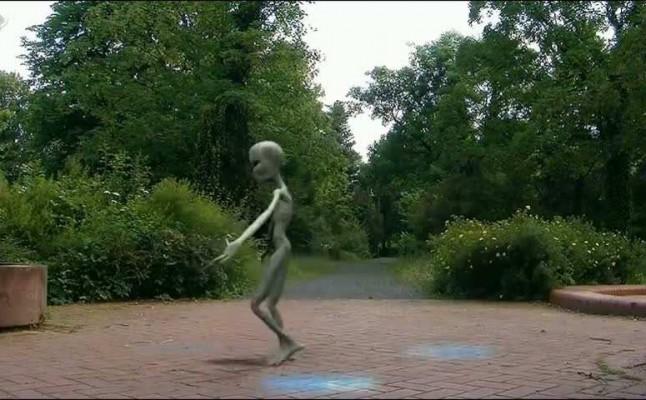 Extraterrestre dançando Harlem Shake