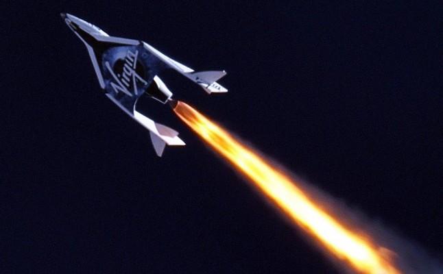 Nave de turismo espacial testa voo com sucesso