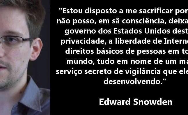 Edward Snowden revela documentos sobre OVNIS