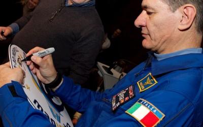 Astronauta revela como viveu com ovnis